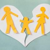 ¿Es necesaria la autorización judicial en el caso de cambio de domicilio de la madre que tiene la custodia de los hijos?